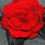 czerwona róza filcowana_m